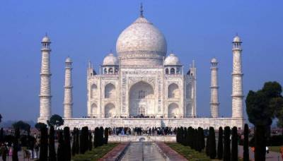 Swiss tourist couple brutally attacked near Taj Mahal in India
