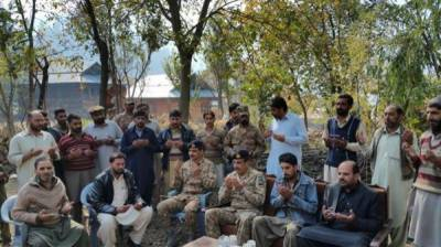 Corps commander Rawalpindi visits field hospital in Lipa sector