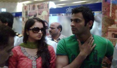 Pakistan Cricket team lands at Lahore Airport, Sania Mirza accompanies Shoaib Malik