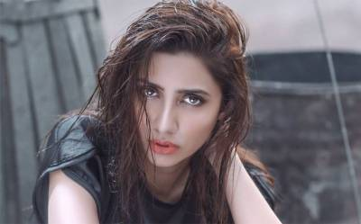 Mahira Khan too feels harassment on issue of Facebook friend request