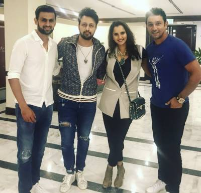 Sania Mirza enjoys with Pakistani celebrities