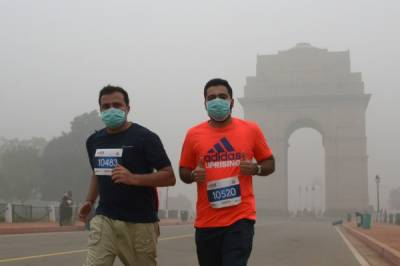 Schools shut as toxic smog hits Delhi