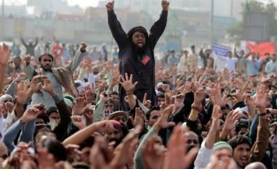 TehreekLabaik Ya Rasool Allah brings capital to a halt