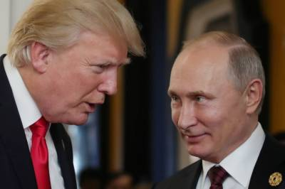 Trump backs US spies on Russia meddling, but slams Putin 'haters'