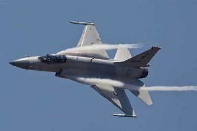 VIDEO: JF - 17 Thunder jet spectacular performance at the Dubai Air Show
