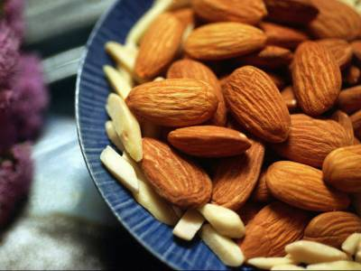 Eating nuts benefit some diabetics: study