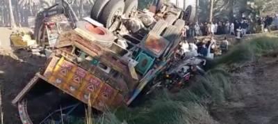 17 killed as coal-laden truck topples over passenger van in Khairpur