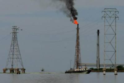 As Venezuela pumps below OPEC target, oil rivals begin filling gap