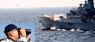 CNS admiral Zafar Abbasi pays first visit to PN fleet units at Sea