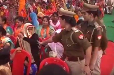 Indian Muslim woman humiliated, forced to remove burqa in CM Rally