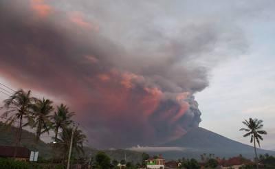 Indonesia raises Bali volcano alert to highest level