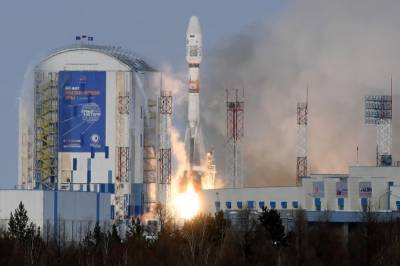 Russia loses contact with satellite after launch