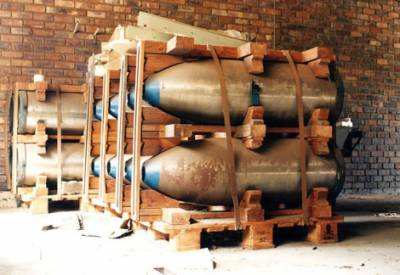 Who are the members of the nuclear arms club?