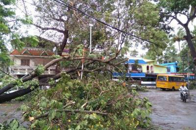 16 dead, 100 missing as cyclone hits India, Sri Lanka