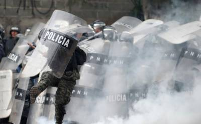 Honduran protesters, police clash in election crisis