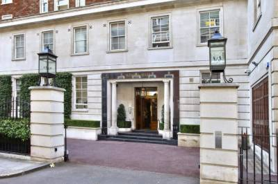 NAB team arrives in London to collect more evidences against Sharif family