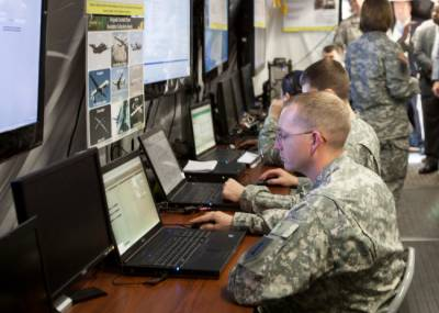 US Army to send teams of cyber soldiers to battlefield to attack enemy computer network
