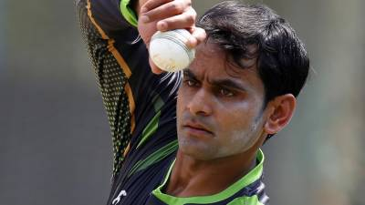 Mohammad Hafeez flies to England for bowling action remedy