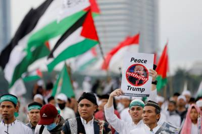 Tens of thousands of Indonesians march in Jakarta against Trump over Jerusalem move