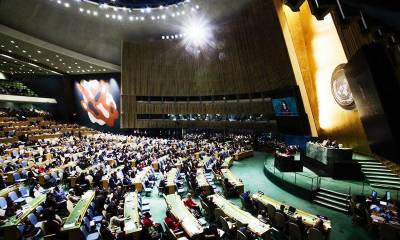 Which countries of the World abstained from voting against US in UN
