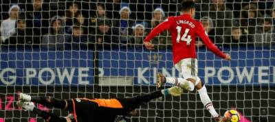 Last minute goal leaves united further behind at the top
