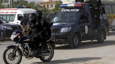 Police arrest 4 criminals in Larkana