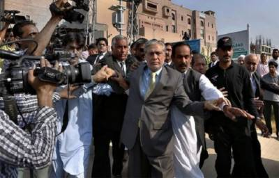 NAB stops proceedings to bring back Ishaq Dar via Interpol