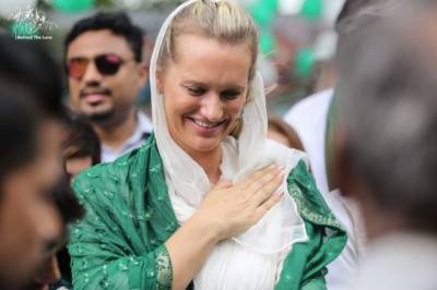 Shaniera Akram surprises all with her support to green shirts against home team Australia