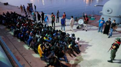 Libyan Navy rescues 272 migrants from stranded boats