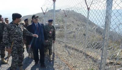 Defence Minister visits Pak Afghan border, briefed on security situation