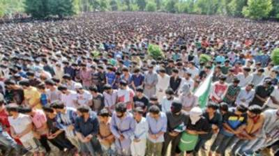 Thousands attend martyr's funeral in Occupied Kashmir