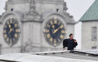 Tom Cruise stunt brings central London to a standstill