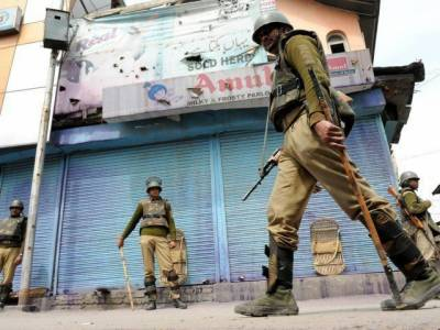 Indian Army opens fire on protesting Kashmiris in Srinagar, two hit