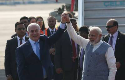 Narendra Modi broke protocol to receive his friend Netanyahu at Delhi Airport