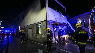 Fire kills 8, injures dozens at Portugal community centre