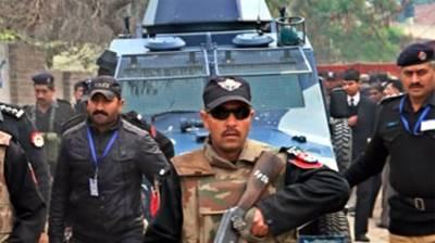 Police arrest 8 criminals in Larkana