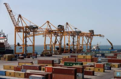 Saudi-led coalition allows 4 U.S.-funded cranes to operate at Yemen port
