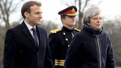 Britain, France sign new treaty over migrants