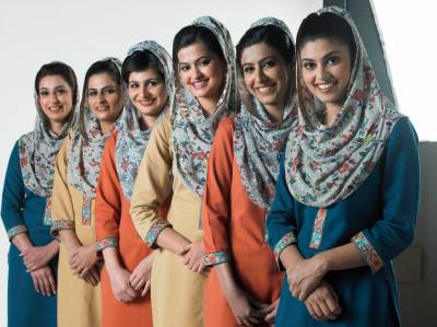 PIA Air hostesses midair cat fight, passengers scared