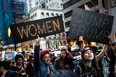 Hundreds of thousands of American women march against Trump with