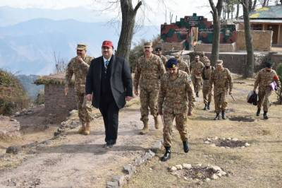 Pakistan Defence Minister asks military to give befitting response to Indian ceasefire violations at LoC