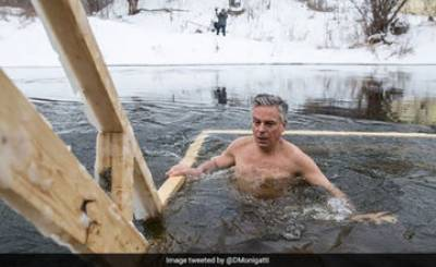 US Russia shirtless diplomacy
