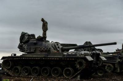 Heavy Tank battle in Yemen's capital in a coup