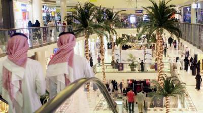 Millions of expatriates including Pakistanis in Saudi Arabia to suffer setback with new rules