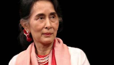 Bomb thrown at lakeside compound of Myanmar leader San Suu Kyi