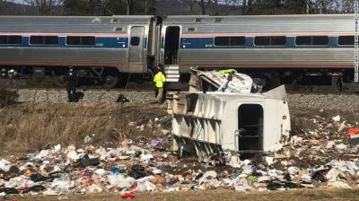 Train carrying US Republicans hits truck