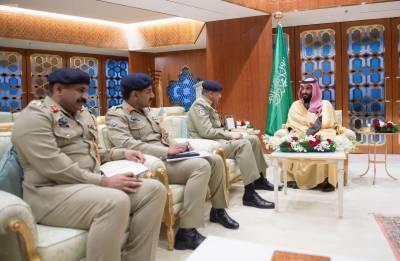 COAS General Qamar Bajwa meets Saudi Military Chief in Riyadh