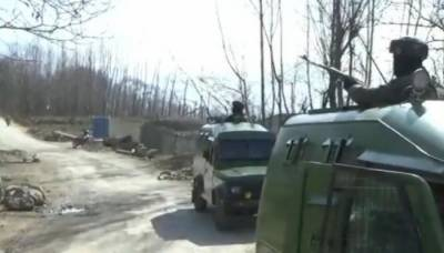 Indian Troops convoy attacked with grenades in occupied Kashmir