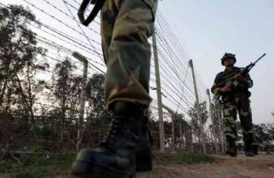 Occupied Kashmir High Court Bar up against Indian Army in Srinagar
