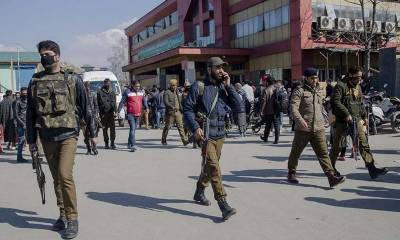 Kashmiri freedom fighters kill two Indian police officers, take away arrested comrade from custody